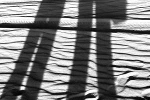 Lange-Schatten-in-der-Wueste