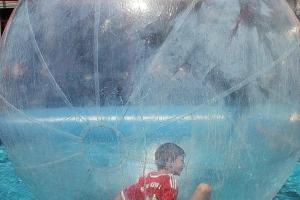 Mittendrin im Wasserballon